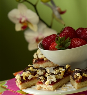 Popcorn Strawberry Bars